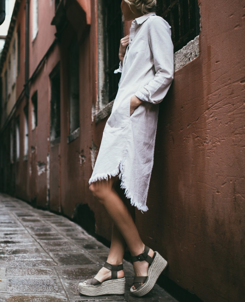 Mary Seng is demonstrating rustic charm in this simplistic but striking outfit consisting of a frayed off-white dress and neutral coloured platform shoes. This summery look is great for those warmer days! Dress: Zara, Shoes: Marc Fisher.