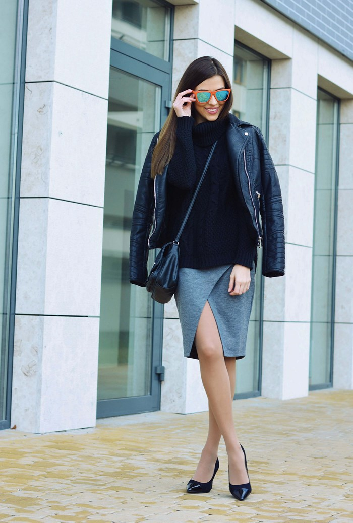 Alicha is wearing a grey high slit skirt from Bonprix
