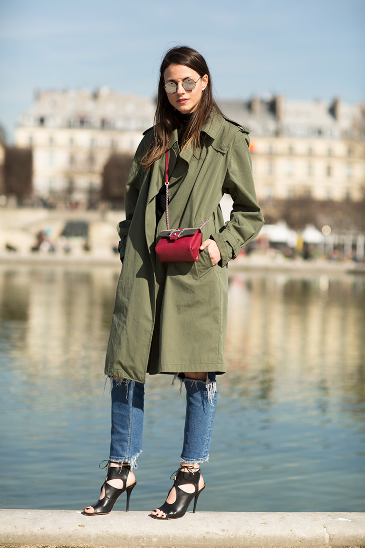 Zina Charkoplia is wearing a khaki trench coat from Zara, jeans from Berskha, bag from Paula Cademartori and the sandals are from Aquazzura