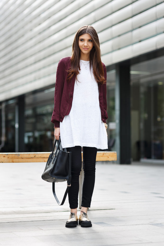 Long Over Long Trend: Larisa Costea is wearing an oversized Zara tee over black Bershka denim skinny jeans