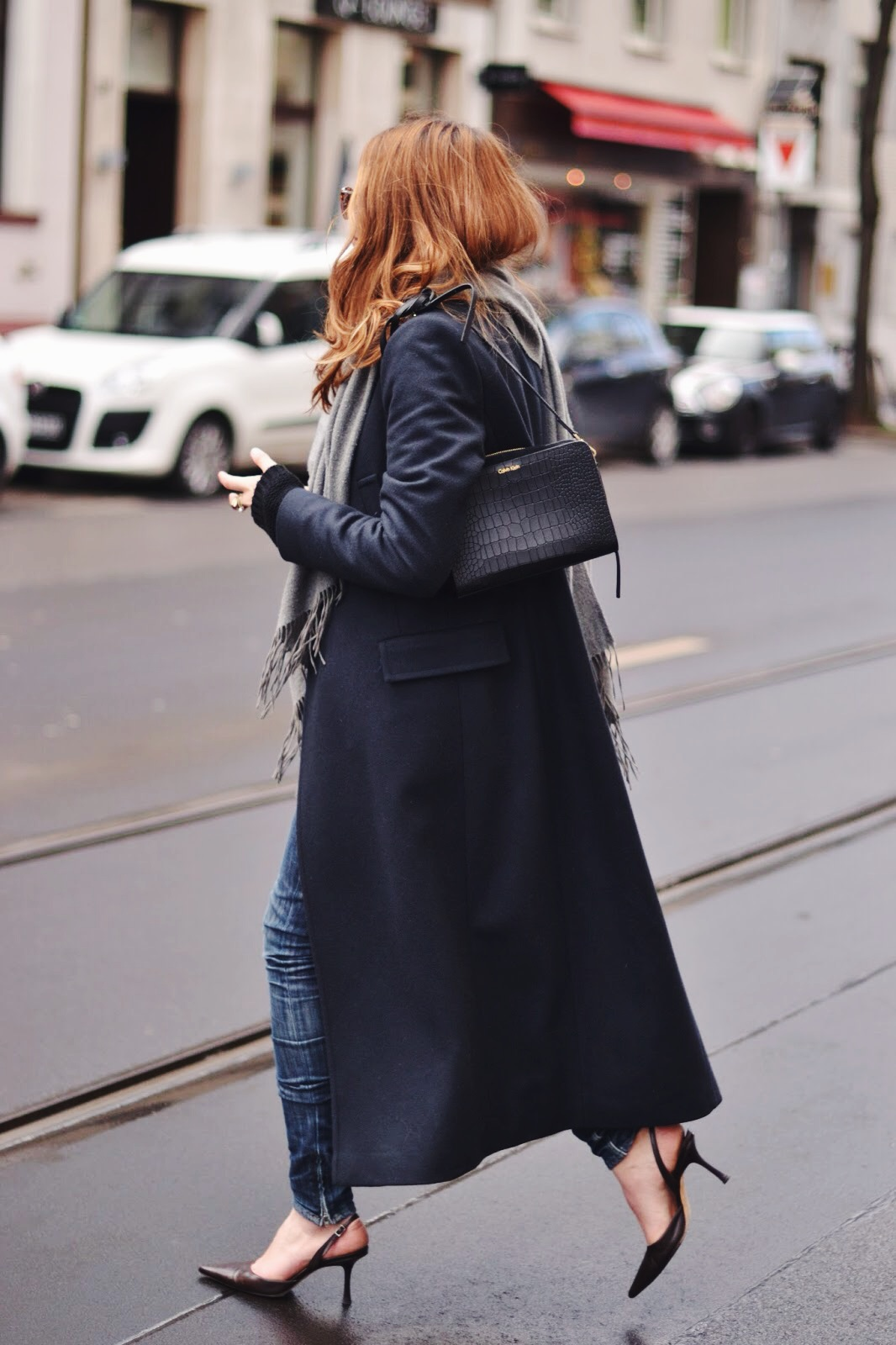 Maja Wyh is wearing a navy blue Calvin Klein maxi coat