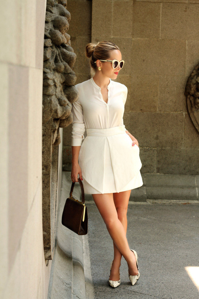 Neutral Coloured Outfits: Cassandra de la Vega is wearing a creme Zara shirt and an Apel Lopez skirt