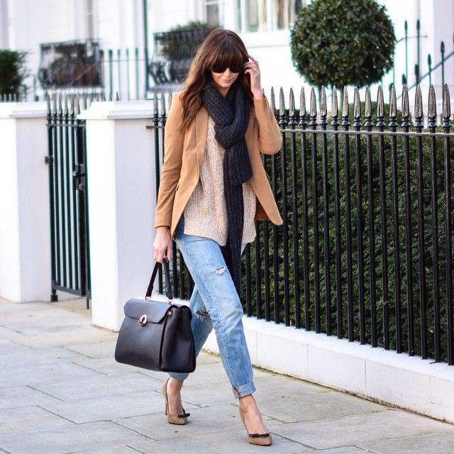 Instagram Fashion 2015: Emma Hill is wearing a beige blazer with an oversized sweater, denim jeans and nude heels