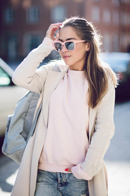 Blush Pink Outfit Ideas: Kenza Zouiten is wearing a River Island sweater