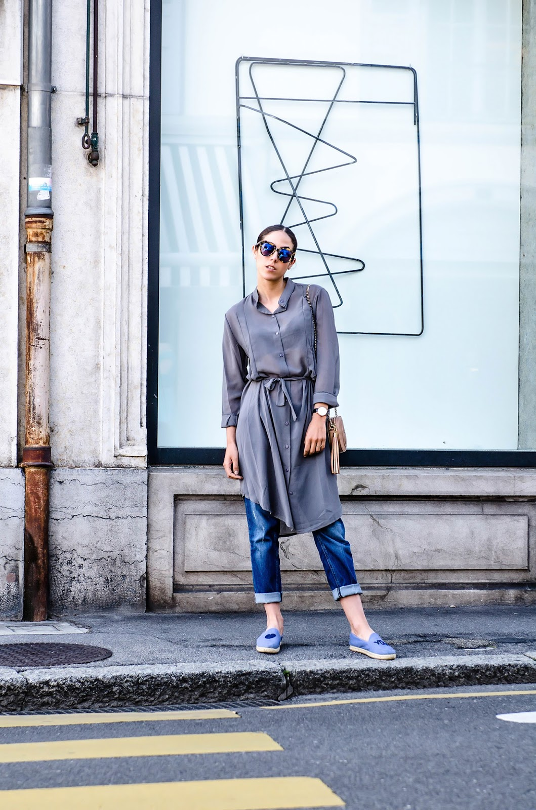 Long Over Long Trend: Alison Liaudat a grey sheer Vitstyle shirt over a pair of denim Five jeans