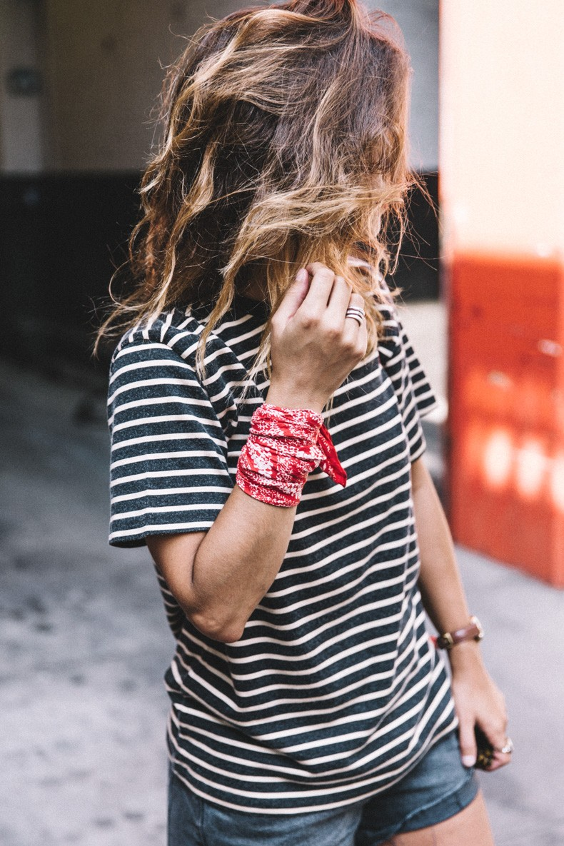 Bandana Outfits: The Bandana/Little Neck Scarf Trend Is ...