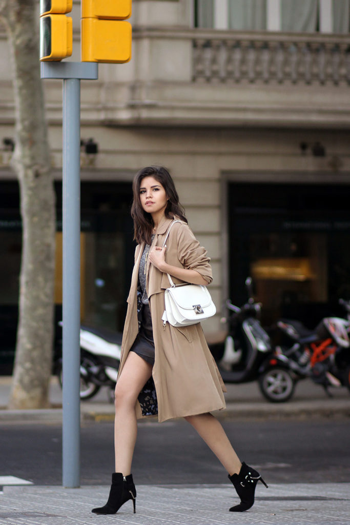 Adriana Gastélum is wearing a khaki draped trench coat from Zara