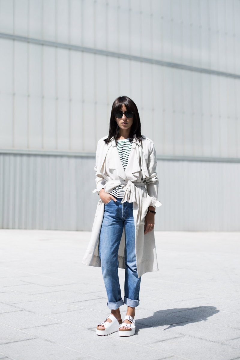 Trench Coats In Style: Lucita Yañez is wearing a H&M creme trench coat