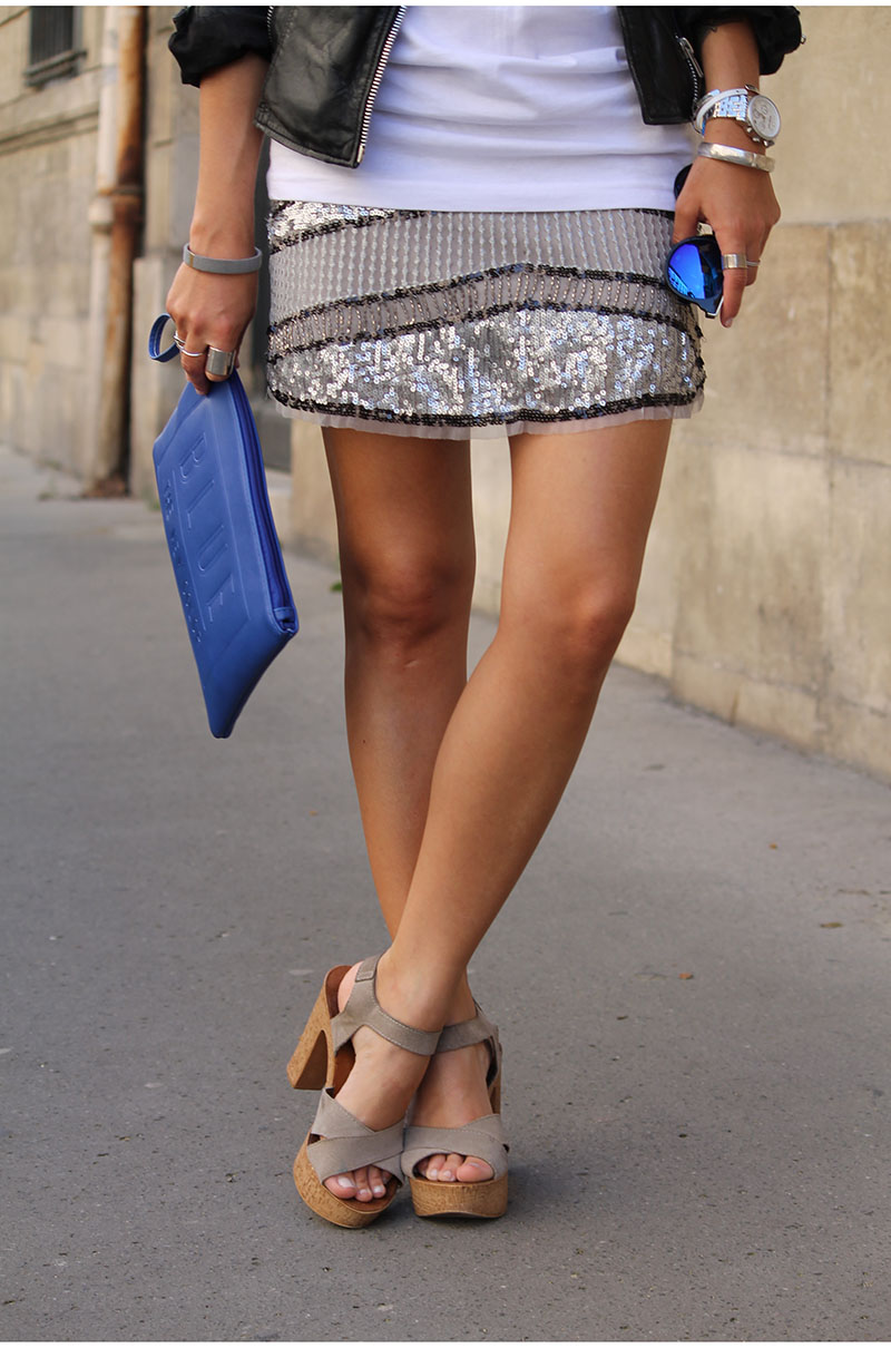 Street Style, April 2015: Camille Callen is wearing a Pull & Bear mini skirt, La Halle heeled beige sandals and a Cobalt blue Pimkie clutch bag