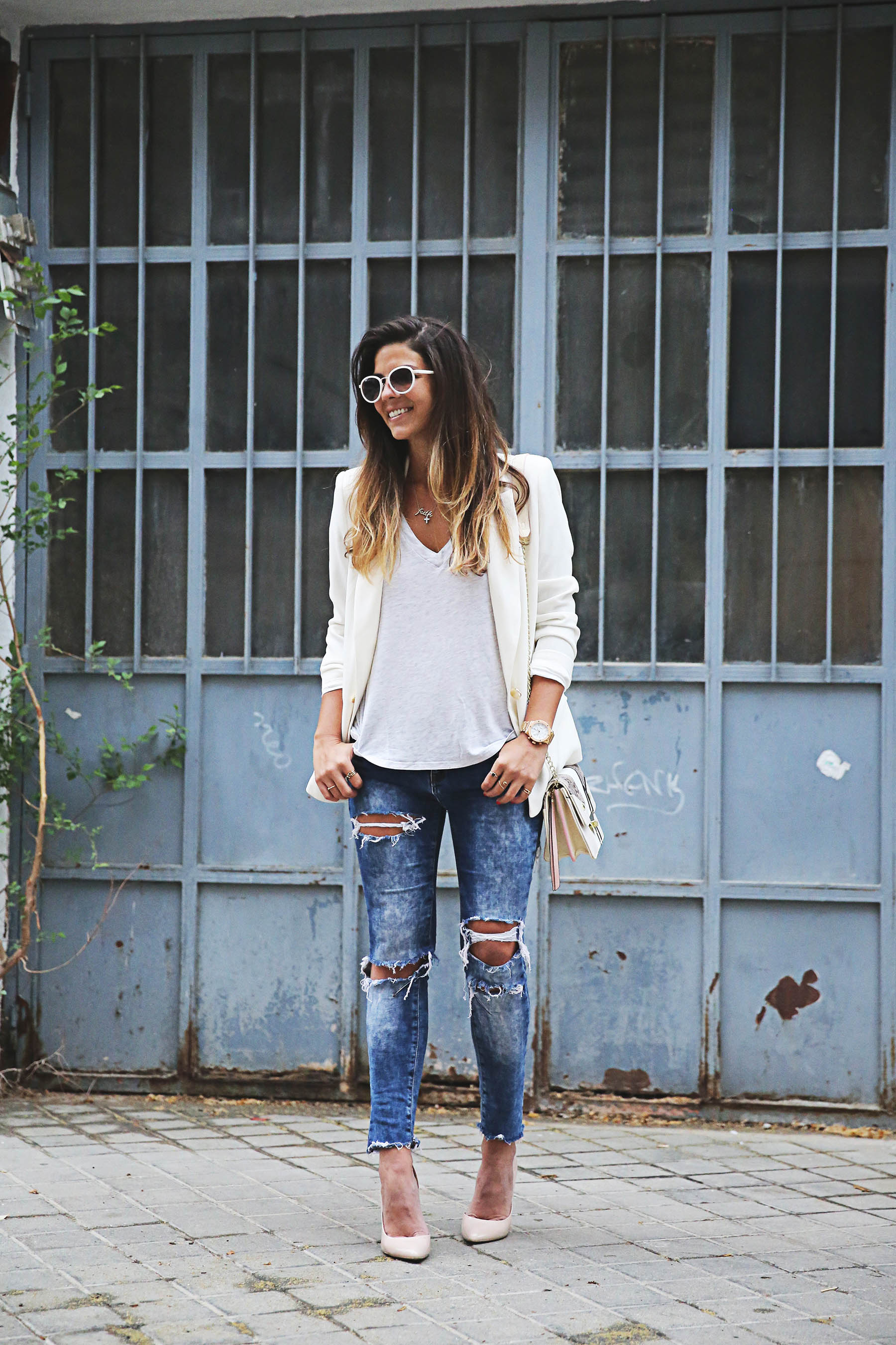Street Style, May 2015: Natalia Cabezas is wearing a creme blazer and distressed denim jeans from Suite Blanco, a V-neck Zara t-shirt and nude Steve Madden heels