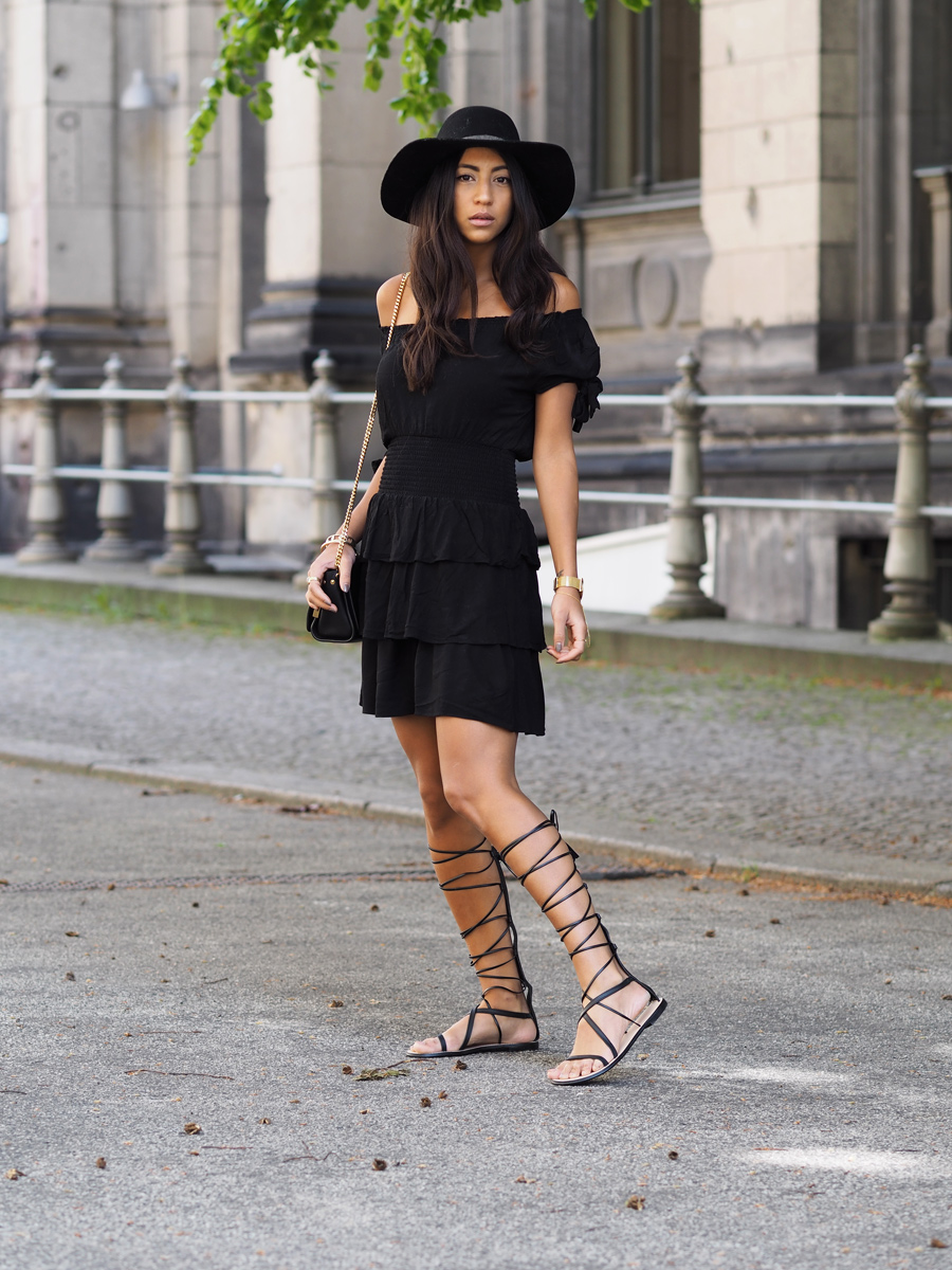 Who said the bohemian trend didn't work in black? Kayla Seah proves them wrong, looking ultra stylish in this black off-the-shoulder dress, paired with strappy gladiator sandals. Dress: Maje, Sandals: Zara, Hat: & Other Stories.