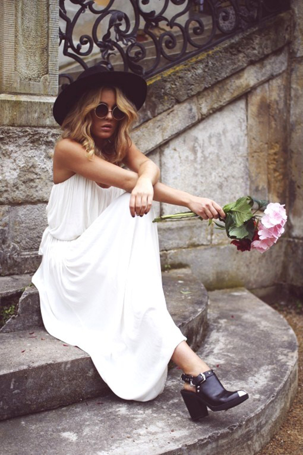 Contemporary boho chic Via Angelica Blick. It is the natural style of the white dress and the hat that leaves a bohemian impression. The dress is from Zara, shoes from Topshop and the sunglasses are from Gina Tricot