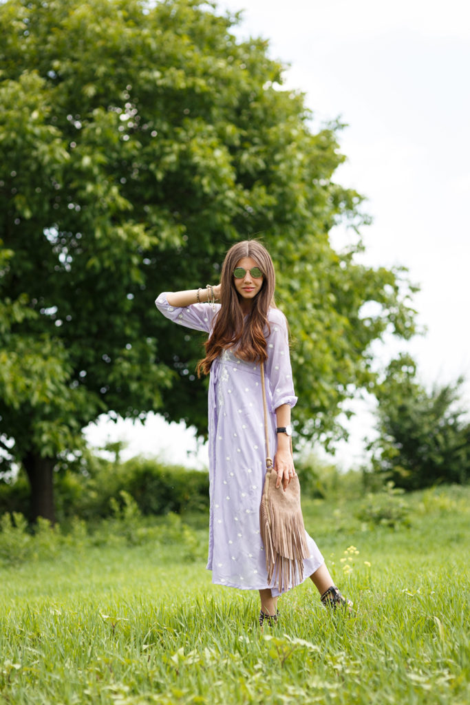 The light purple loose dress and the fringe bag. Boho style to die for. Via Larisa Costea  Dress: Sheinside, Bag: Lulu's