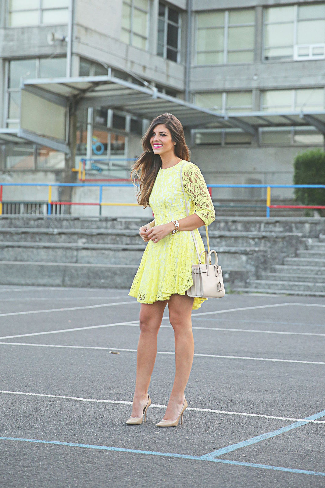 Natalia Cabezas shows how you can wear a yellow lace dress with beige shoes and bag Dress: Cosette, Bag: Saint Laurent Shoes: Jimmy Choo