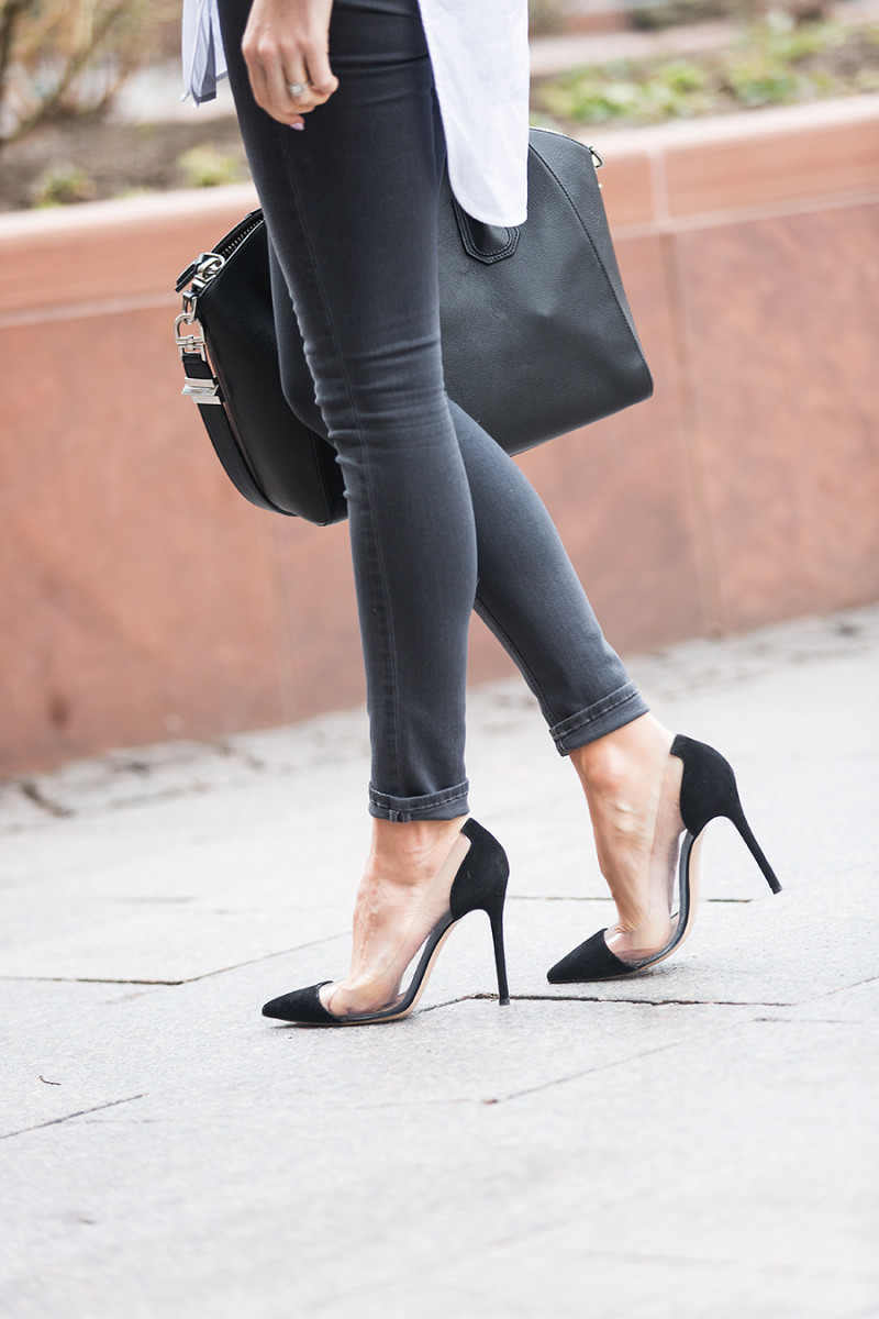 Wondering which shoes to wear with black skinny jeans? Look no further than Emily Jackson's stylish combination of sleek black translucent heels and a pair of classic skinnies! Jeans: Rag & Bone, Shoes: Gianvitto Rossi.