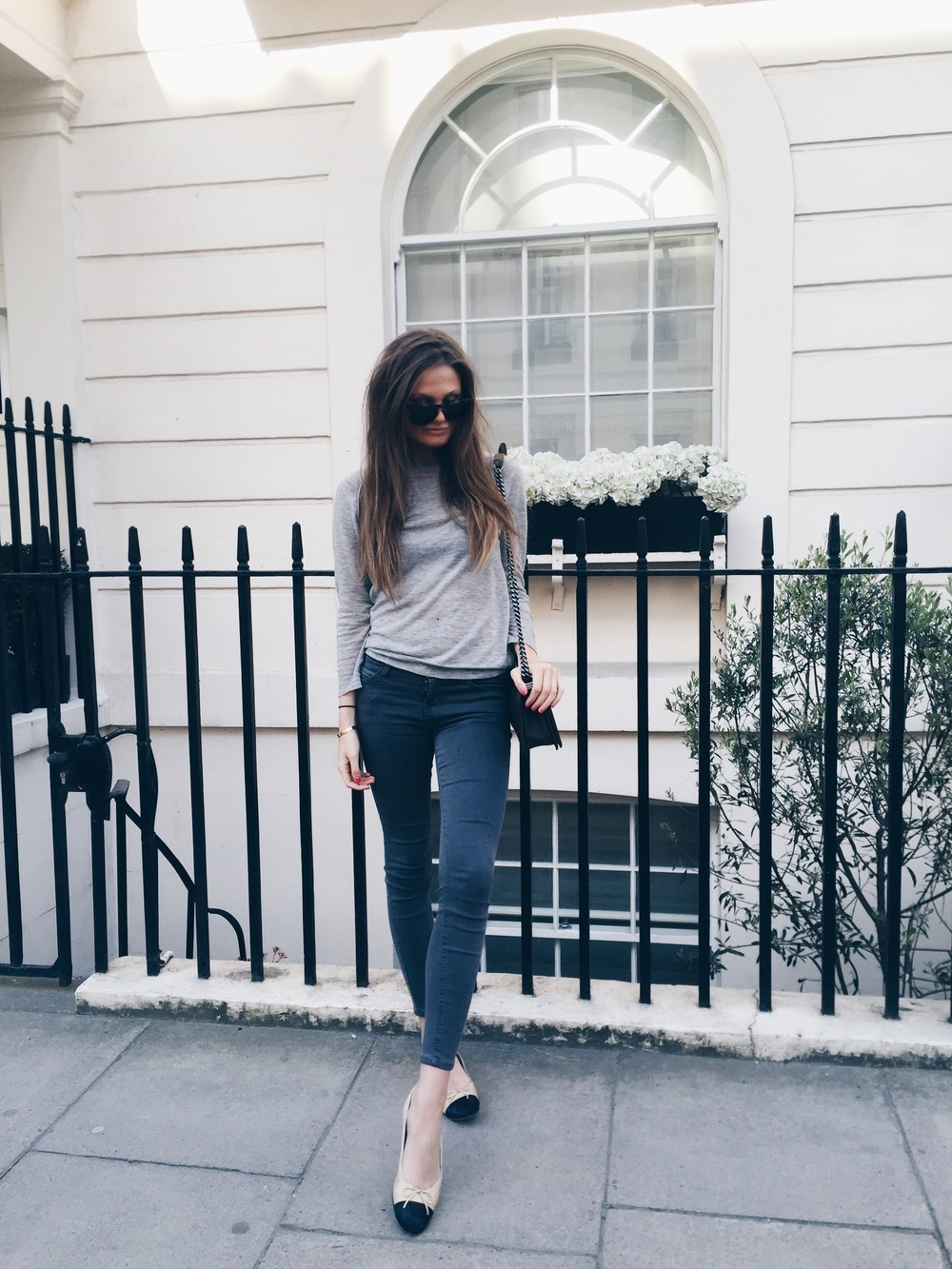 Filippa Hagg has chosen to wear dark skinny jeans with classic ballet pumps, creating a casual but sophisticated style which is perfect for everyday wear! Wear the look with a simple knit sweater or block print tee to steal Filippa's style. Top: Joseph, Jeans: Elliot, Flats: Chanel.