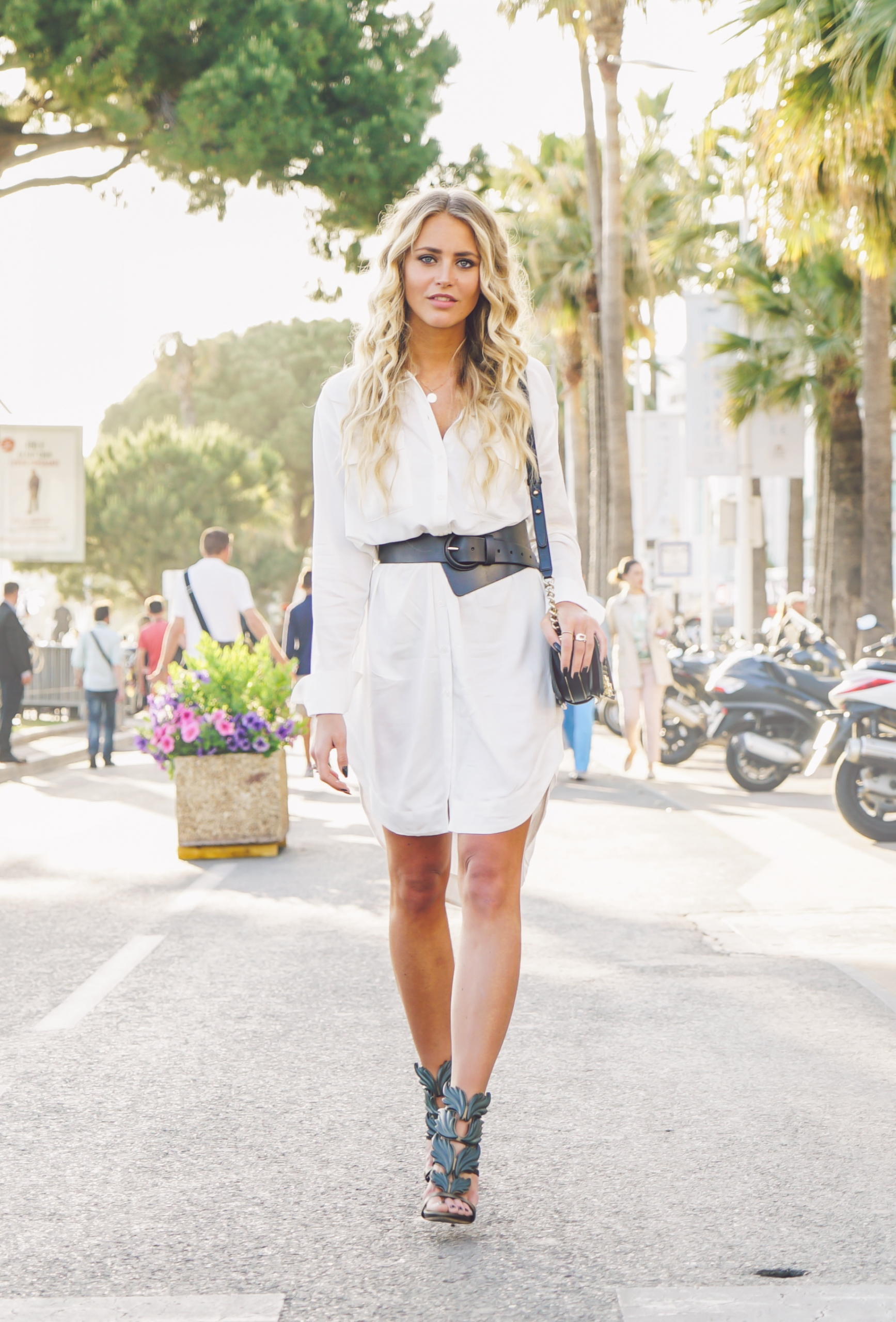 9348c3fb813 Casual Spring Outfit  Janni Deler is wearing a very long white shirt