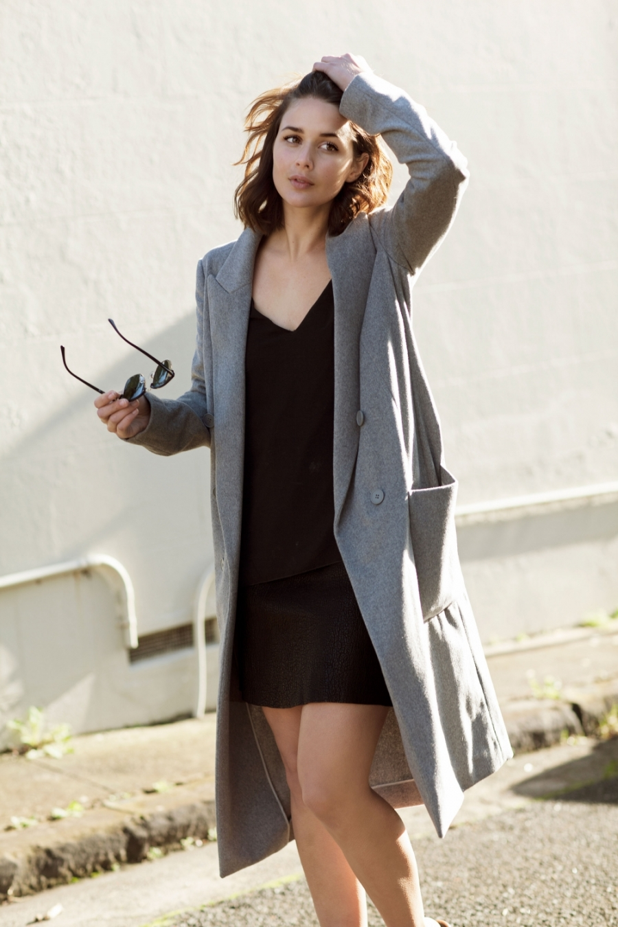 Putting together a great spring outfit can be very easy as shown here by Sara Donaldson. Grey three quarter length coat and a simple deep black V-neck top and skirt. Coat: Country Road, Top: Zara, Skirt: Jerri Jones