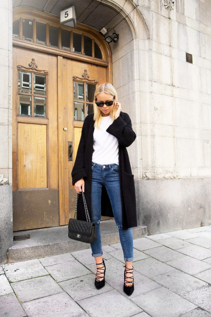 To keep warm in spring just wear a long black cardigan with your jeans, white tee and lace-ups. Via Victoria Tornegren  Shoes: Senso, Cardigan: Åhléns, T-shirt/Jeans: Asos, Spring Outfits