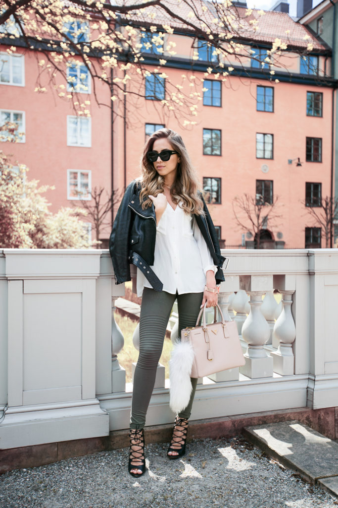 Take a white shirt, add army green tights, a black leather jacket and add a pinch of colour with a pastel bag. Awesome outfit Via Kenza Zouiten  Jacket: Acne, Shirt: H&M, Tights: Asos, Shoes: Zara, Bag from Zara, Sunglasses: Karen Walker