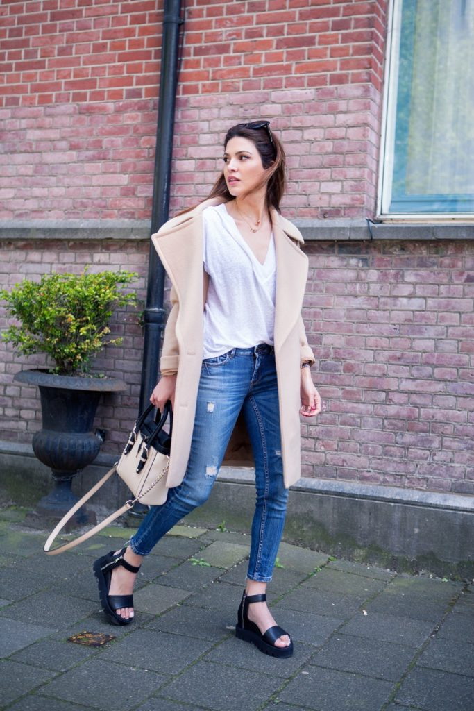 It is still not to hot to wear a light camel coat. Check out skinnies and the platforms Via Negin Mirsalehi  T-Shirt/Jeans: Zara, Coat/Bag: Stella McCartney, Sandals: Trussardi