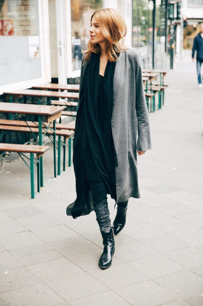 Wear a few sophisticated layers in Spring. Via Maja Wyh  Coat: Georgia Alice. Spring Outfit