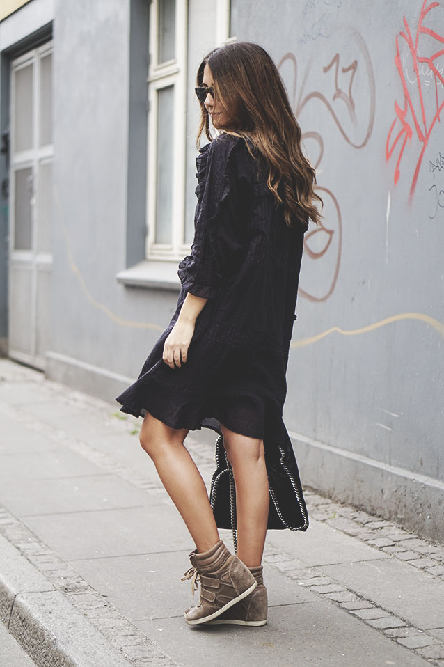 What is there not to love about the combination of the simple black dress and the brown sneakers? Makes for a perfect Spring outfit. Via Michelle Nielsen  Dress/Shoes: Brands not available, so ask the blogger.