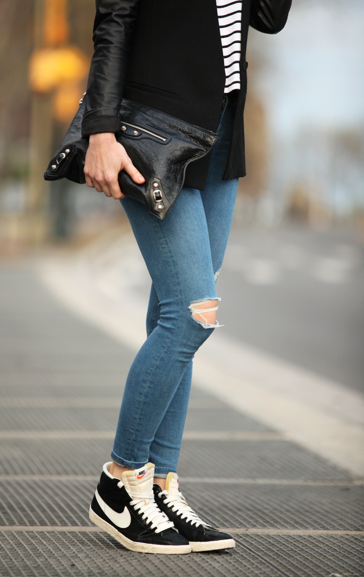 The versatility of the skinny jean does that you also choose to wear them with high tops Via Helena Glazer Jeans: Topshop, High Tops: Nike