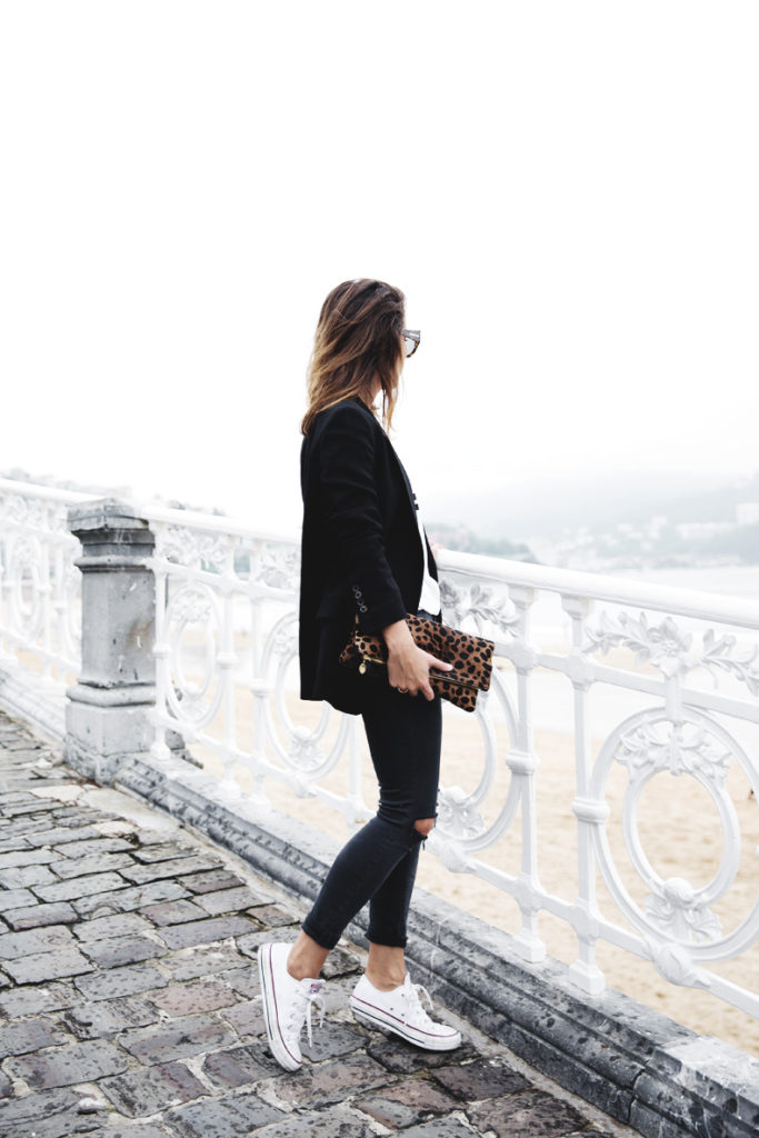A variation of the black skinnies with white Converse. Simply add a black blazer and a different colour clutch and you are good to go. Via Sara Escudero  Blazer: Zara, Top: Lovers & Friends, Jeans: Topshop, Clutch: Clare Vivier, Sneakers: Converse