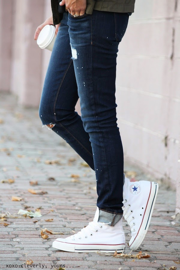 A pair of light rip blue jeans and practically any colour of Converse will do just nicely. Such a nice profile, don't you think? Via Robyn Vilate Jeans: Siwy Denim, Shoes: Converse
