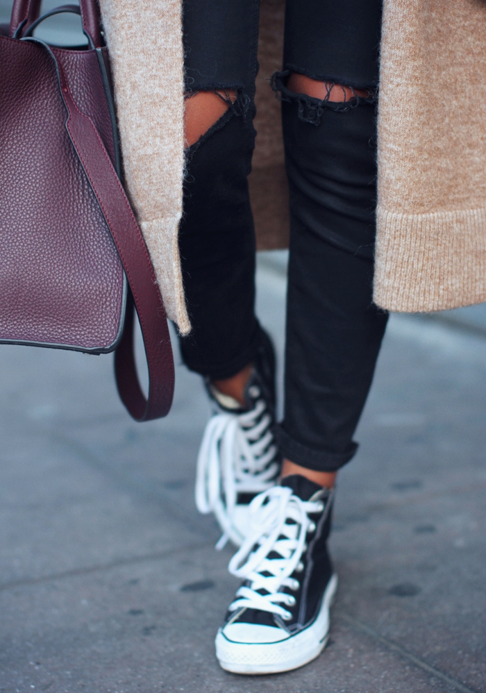 If you want to keep it safe team your skinny jeans with a pair of black Converse with basic colour like camel and burgundy. Via Julie Sarinana Sneakers: Converse