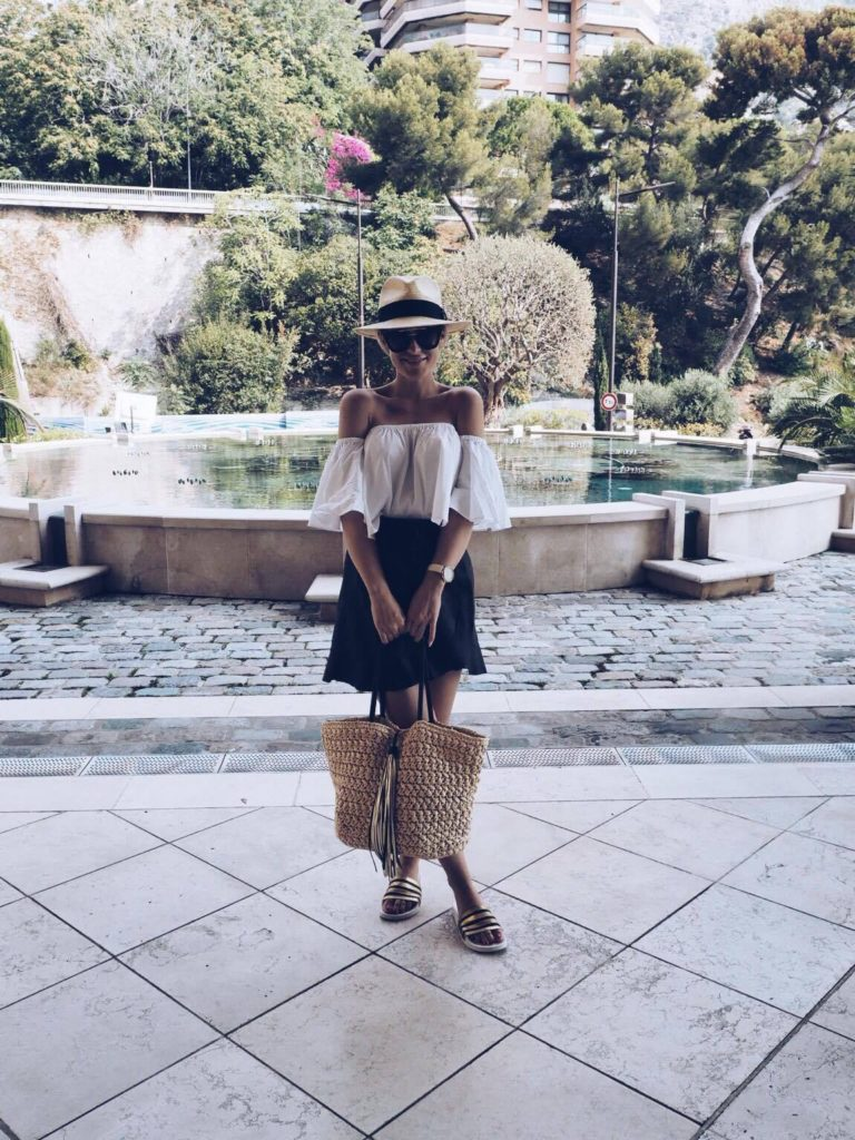 For a more reserved and sophisticated beach look, why not try Lene Orvik's combination of an off the shoulder bell sleeve blouse and simple black skirt. This cute and feminine style is perfect for those late evening strolls.   Skirt: Designers Remix, Sandals: Adidas, Hat: H&M, Top: Zara.