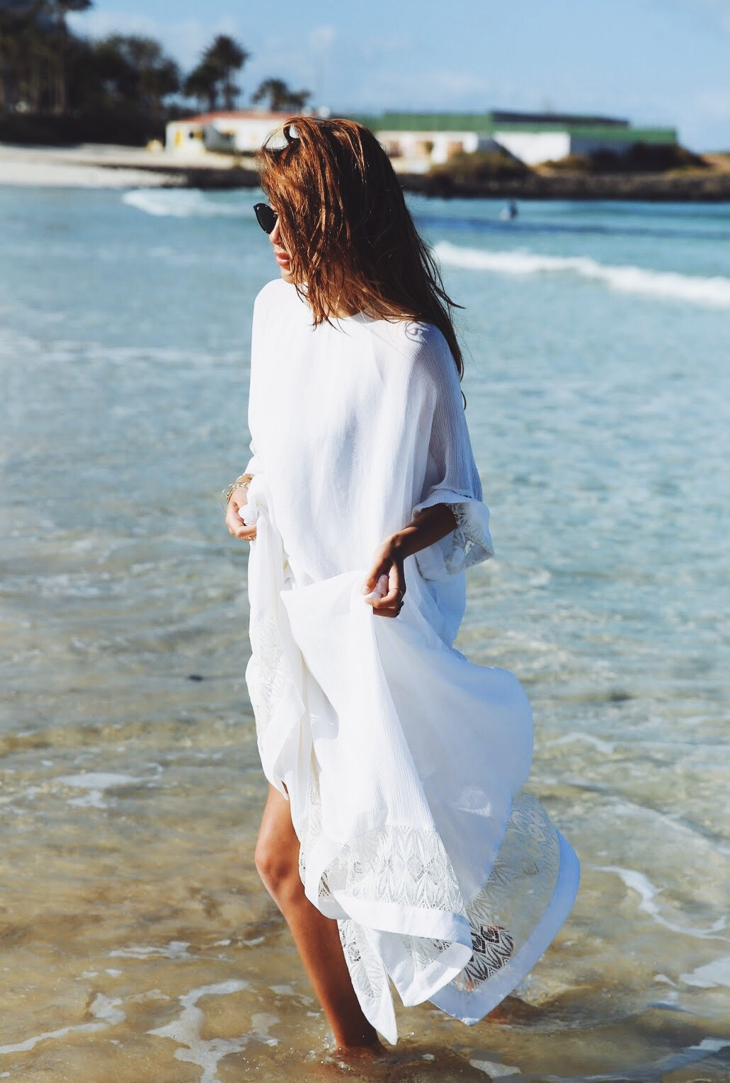 A ideal dress to wear the beach. Light in colour and in fabric. Via Maja Wyh