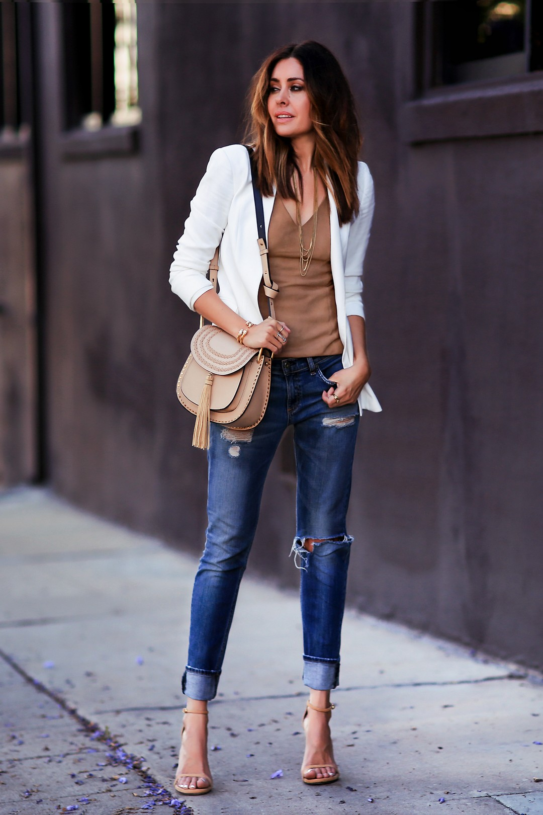 Boyfriend jeans are a must have for a comfy fit and an ultra relaxed vibe. Erica Hoida looks super cool and ready for the day in these upturned boyfriend jeans, worn with a simple V neck top and a white blazer. Jacket: Theory, Top: Bailey 44, Jeans: Rag & Bone, Shoes: Stuart Weitzman, Bag: Chloe.