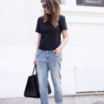 Wear a semi tight black T-shirt with your boyfriend jeans and add black sneakers or sliders for a casual look. Via Nicoletta Reggio T-shirt: Adidas, Jeans: Zara Sliders: Sarenza, Bag: Saint Laurent. How To Style Boyfriend Jeans