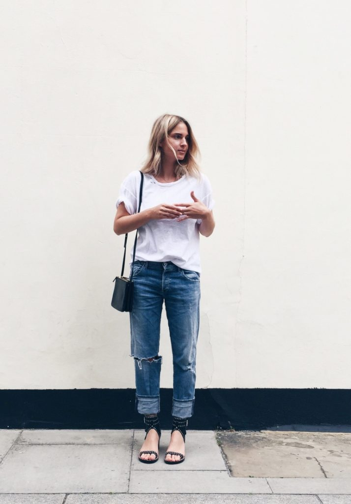 Another classic boyfriend jeans look. White tee, jeans and sandals. Via Mirjam Flatau  Jeans/T-shirt: Citizens of Humanity, Sandals: Isabel Marant