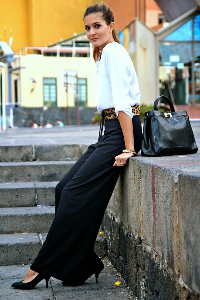 The black palazzo pants gives a more sophisticated look. Via Marianela Hernández Pants: InLoveWithFashion, Bag: Choies, Blouse: Stradivarius Shoes/Belt: Mango