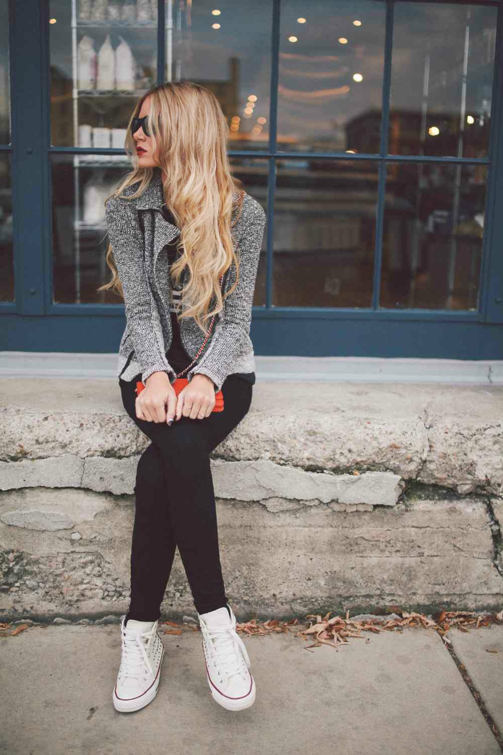 The most easy of outfits. Grey jacket, black skinnies, white Converse. Enough said. Via Amber Fillerup Clark