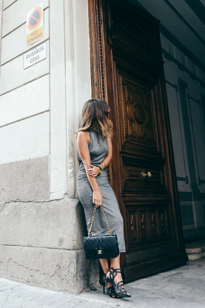 The perfect grey and black colour combo shown off by Sara Escudero