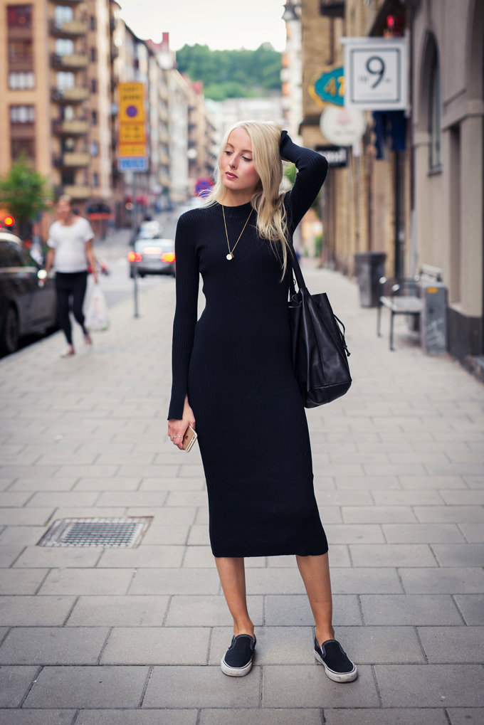 67c53c8dba Who ever said you couldn t wear black in summer was wrong – Ellen Claesson  is looking gorgeous in this black turtle neck dress!