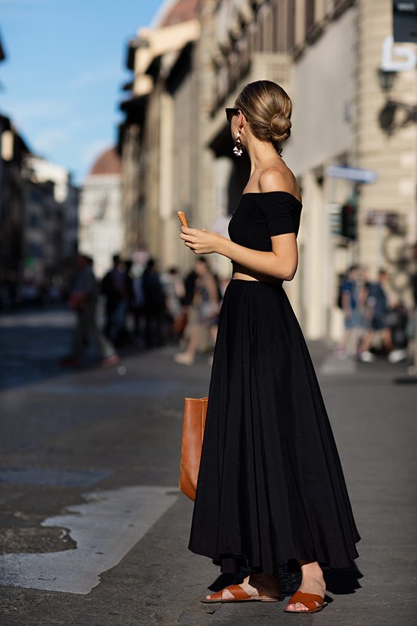 Quite possibly one of the outfits of the season captured with amazing detail by The Sartorialist. That black off the shoulder top and matching skirt with the brown sandals and bag... To die for