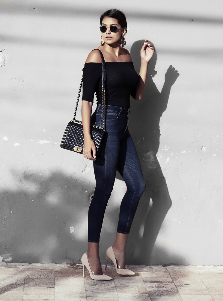 There are few trends more glamorous than the off the shoulder trend. This black top evokes the perfect mix of sexiness and sophistication, and paired with jeans and heels is an absolute look! Via Dawilda Gonzalez. Outfit: Brands not specified.