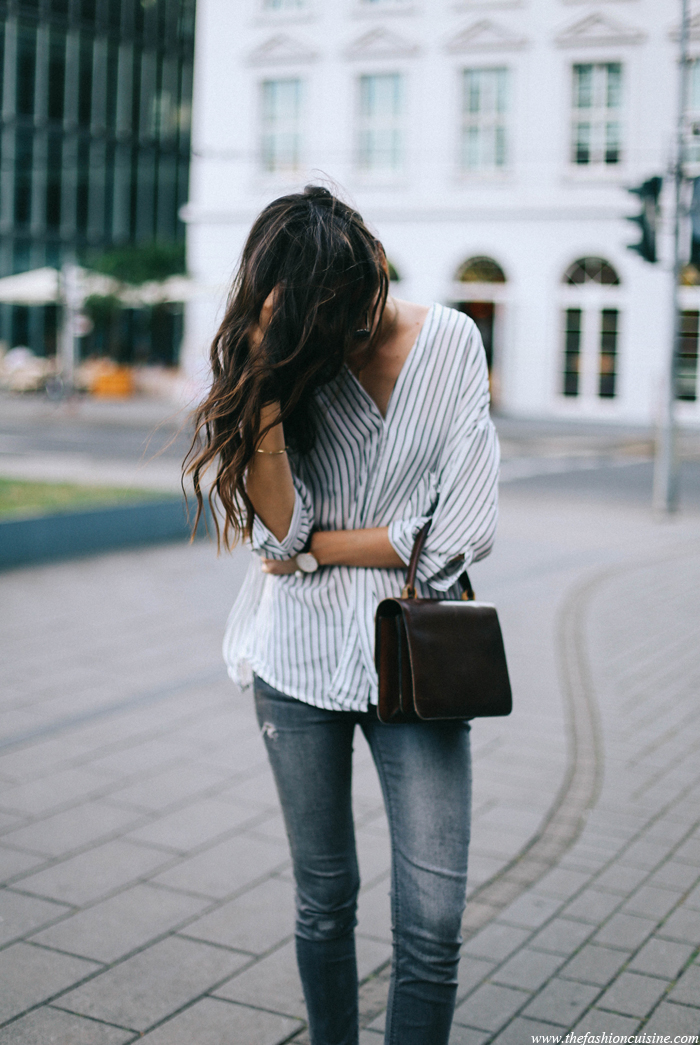 This is a great summer looks which is easy to replicate. Just team up your skinnies with an oversized vertically striped boyfriend shirts. Via Beatrice Gutu Shirt: Chace, jeans: Topshop
