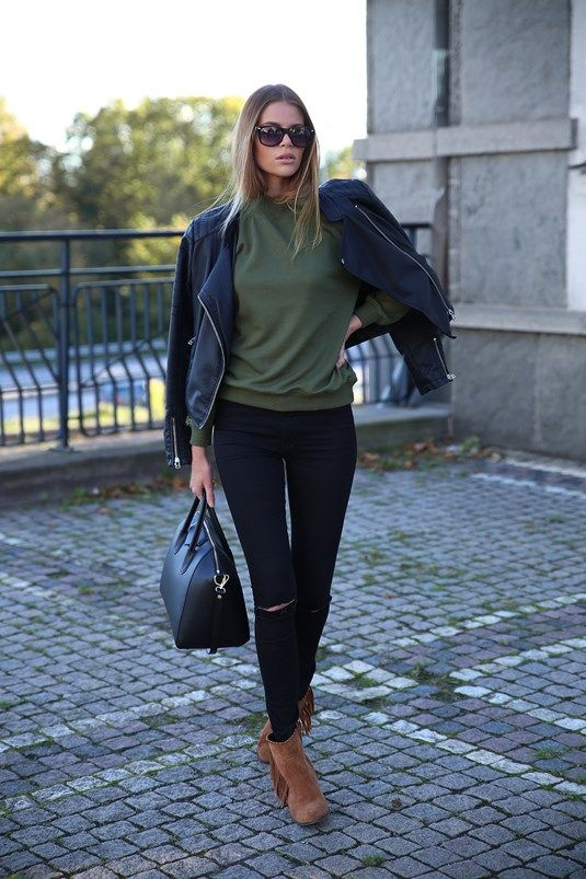 This leather jacket and sweater combo is a winner this fall. Via Josefin Ekström.  Sweater – Bikbok, Jeans – Drdenim.