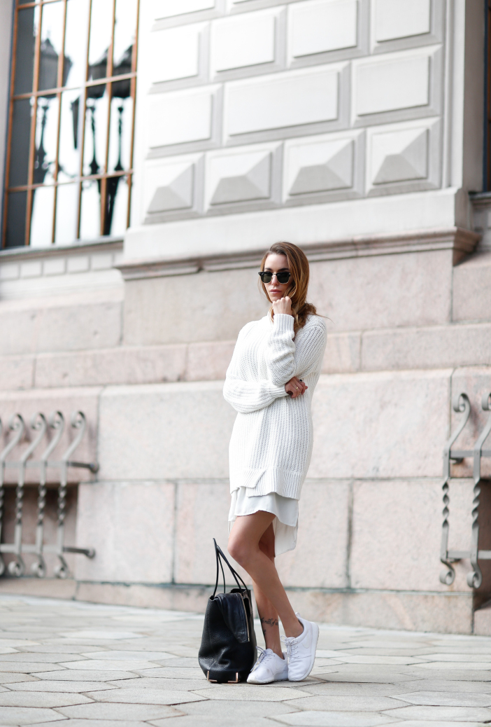 Keep it simple with stylish white knitwear. Via Julia Toivoloa. Sweater: Esprit, Leather Jacket: Brimeboots.