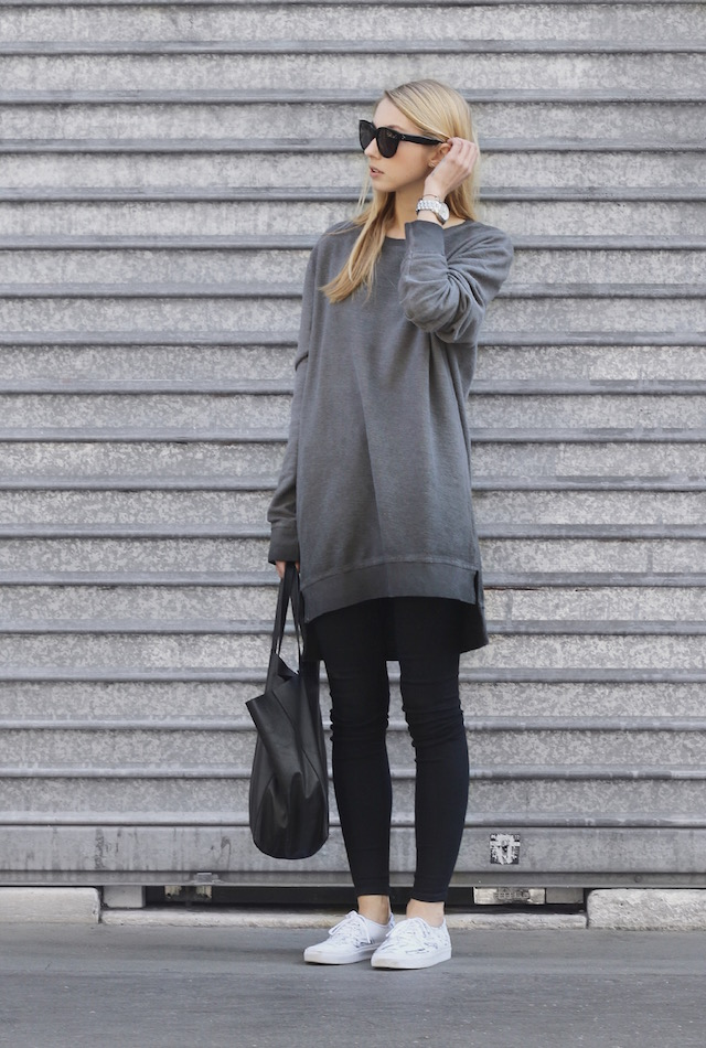 ce51e32db4e This oversized  boyfriend  sweatshirt looks great with skinny black jeans  and sneakers. Via