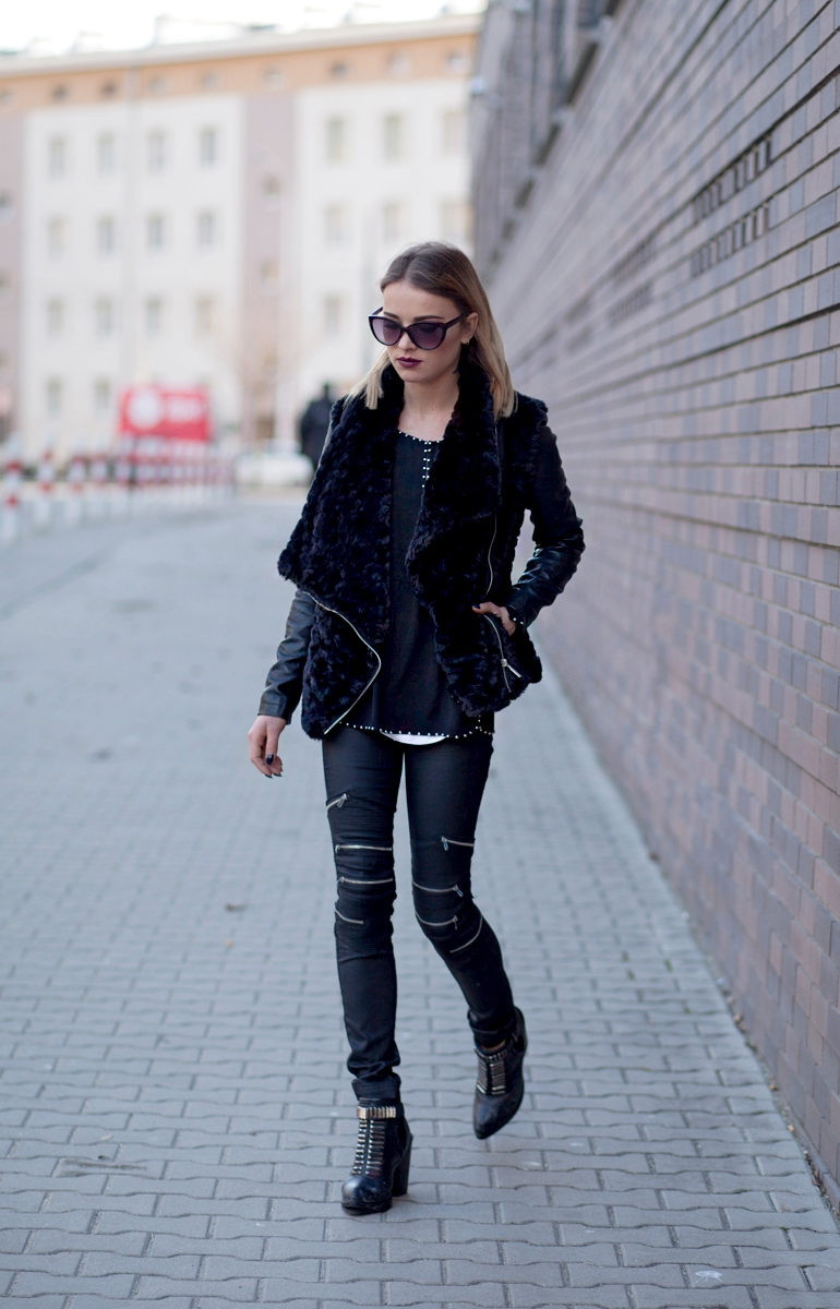 For a new revival of the classic rocker girl look, try mixing and matching different styles like Julietta Kuczyńska! Here, Julietta has combined the faux fur coat, leather leggings, and metallic boots trends to create this unique style! Shoes: Reserved, Trousers: Denimbox, Blouse: Zara, Jacket: New Look.