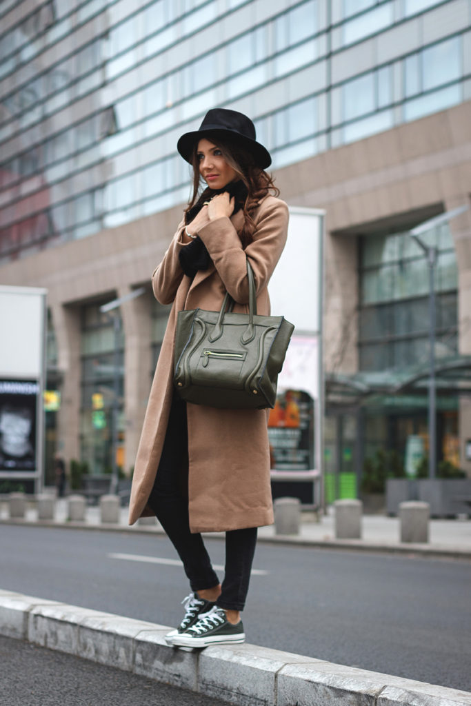 Try wearing a long coat with skinny black jeans and converse like Larisa Costea.  Coat: Missguided, Sweater: Sheinside, Jeans: Zara, Shoes: Converse.