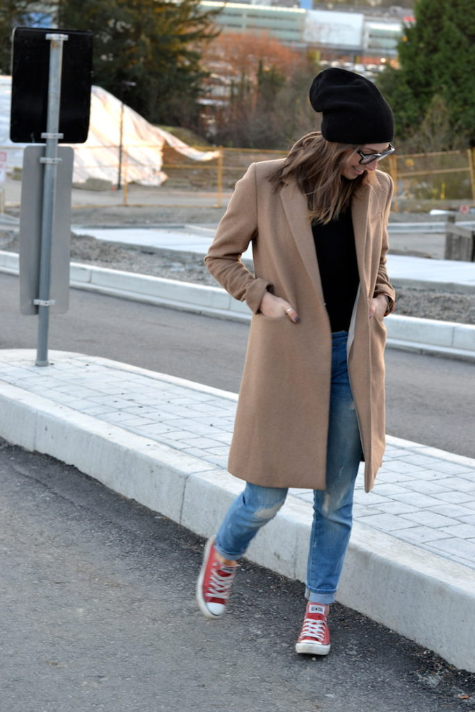 Add some colour to your outfit with a pair of red converse and rolled up jeans. Via Jill Lansky.  Coat: H&M, Tee, jeans: Zara, Shoes: Converse, Glasses: Celine, Hat: Artizia.