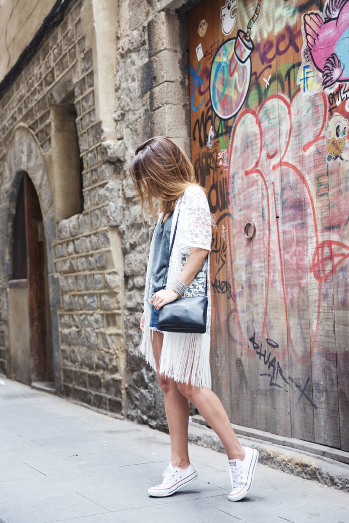 White Converse trainers go beautifully with lace. Try wearing yours with shorts and a lace fringed top like Sara Escudero.  Top/Shorts: Bershka, Shoes: Converse.